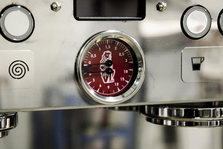 профессиональная традиционная кофемашина LA MARZOCCO LINEA PB